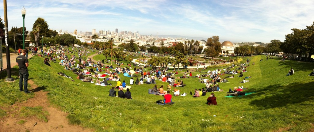 Dolores_Park,_San_Francisco_2013-04-13_14-48