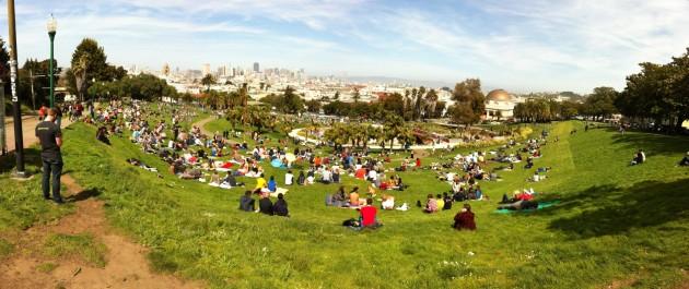 Dolores_Park,_San_Francisco_2013-04-13_14-48