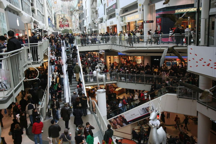 1200px-boxing_day_at_the_toronto_eaton_centre