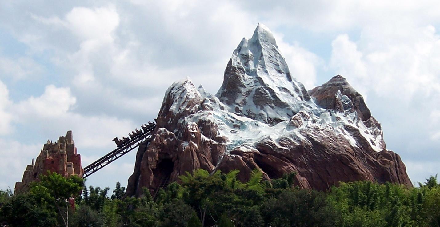 Walt_Disney_World_-_Animal_Kingdom_-_Expedition_Everest_-_cropped