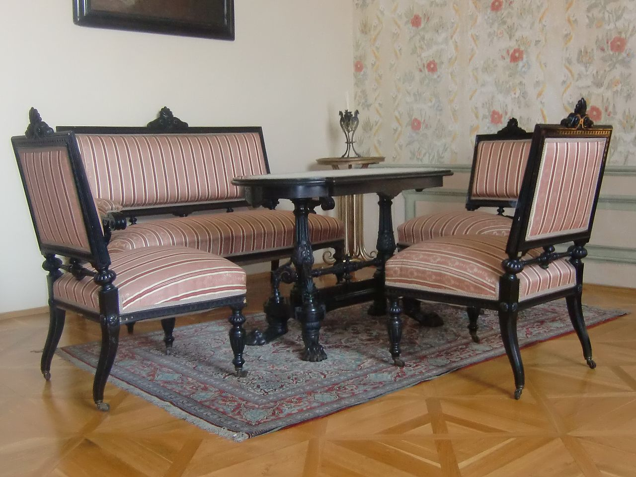 Historicist_furniture_set